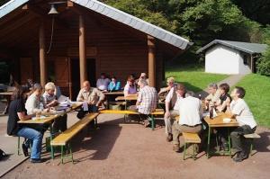 Versammlung an der Grillhütte